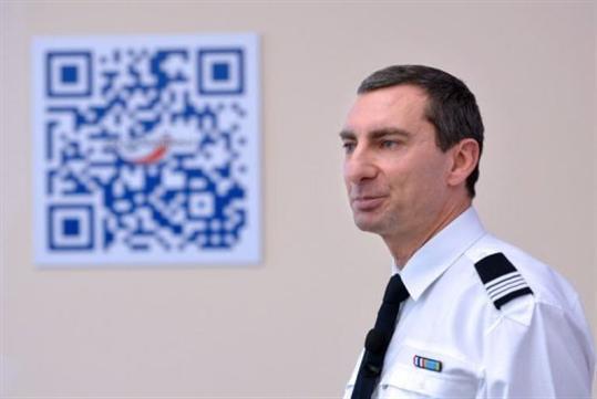 afp-miguel-medina-pascal-garibian-porte-parole-de-la-police-nationale-francaise-le-11-decembre