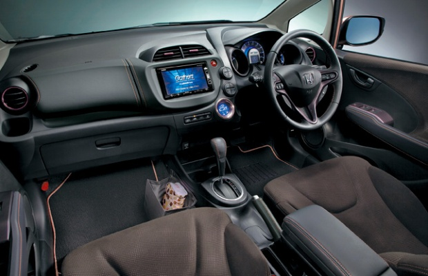 Honda-Fit-Shes-interior
