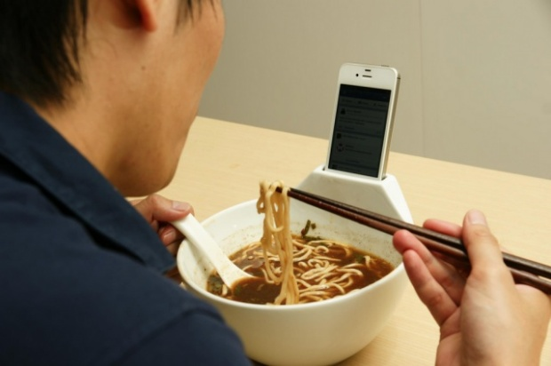 anti-loneliness-bowl-smartphone-dock-bowl-640x426
