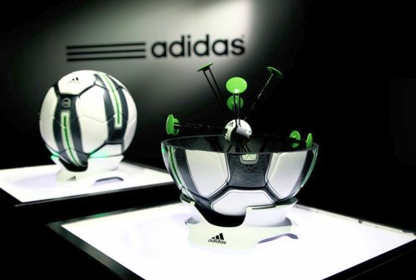 Adidas-miCoach-Smart-Ball_4